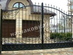 Распашные кованые  ворота. фото №7