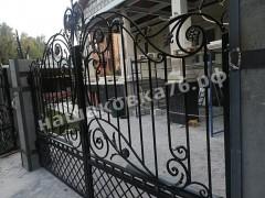 Распашные кованые ворота. фото №8
