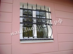 Кованая  решетка на окно. фото №13