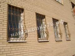 Кованая  решетка на окно. фото №14