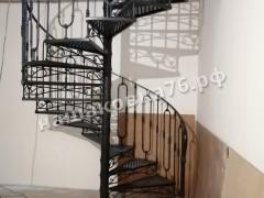 Кованая винтовая лестница с ограждением. фото №4