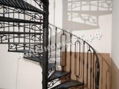 Кованая винтовая лестница с ограждением. фото №4а