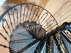 Кованая винтовая лестница с ограждением. фото №4в